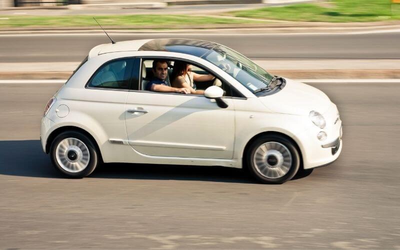 Fiat 500 - małe auto miejskie.